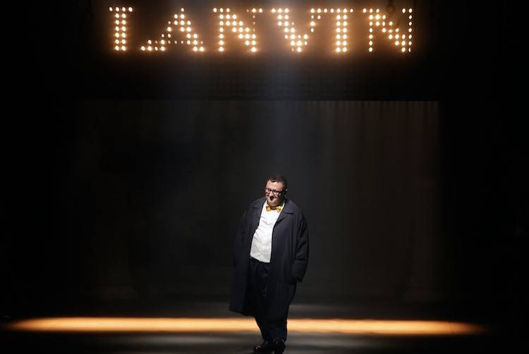 Israeli fashion designer Alber Elbaz acknowledges applause at the end of his Spring-Summer 2016 ready-to-wear fashion collection for Lanvin, presented during the Paris Fashion Week, in Paris, Thursday, Oct. 1, 2015. (AP Photo/Thibault Camus)