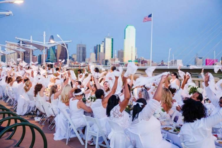 Diner en Blanc Dallas was held on the Continental Pedestrian Bridge in September.