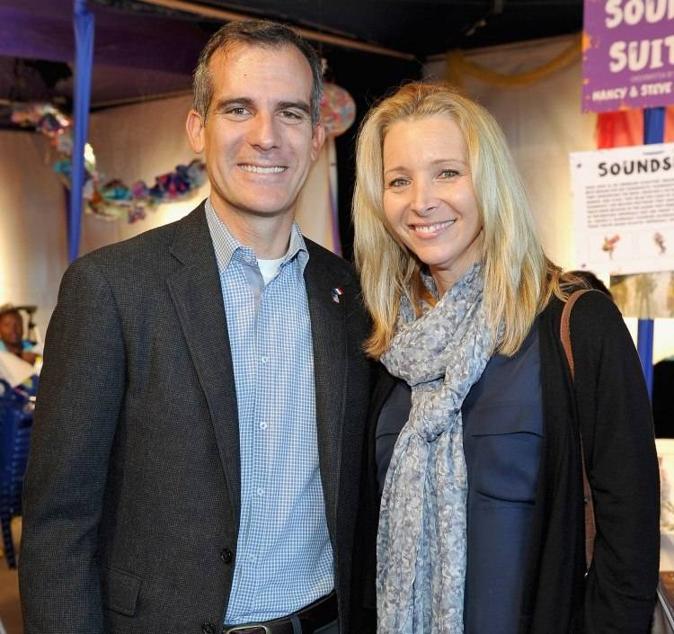 Mayor of Los Angeles Eric Garcetti (L) and actress Lisa Kudrow attend Express Yourself 2015 to benefit P.S. ARTS