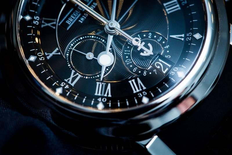 Breguet-Marine-Chronographe----200-Ans-De-Marine----5823-Close-up