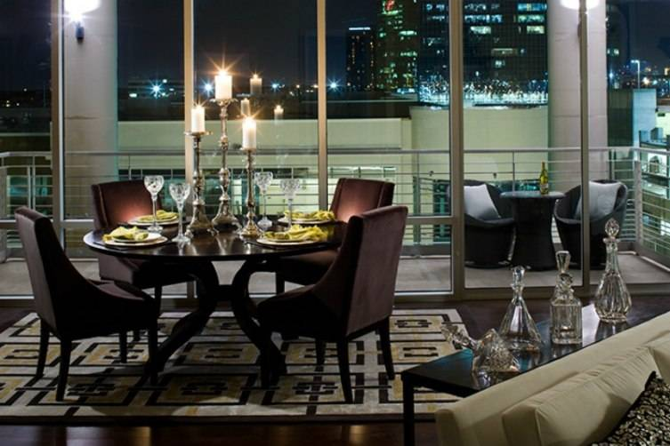 The Heights at Park Lane is conveniently located as well as elegant with expansive views of Dallas.