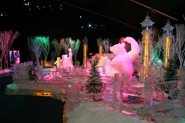 ICE!® features Christmas Around the World for 2015.