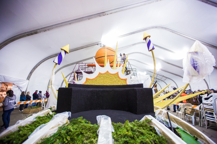 Lakers Float Preview (4)