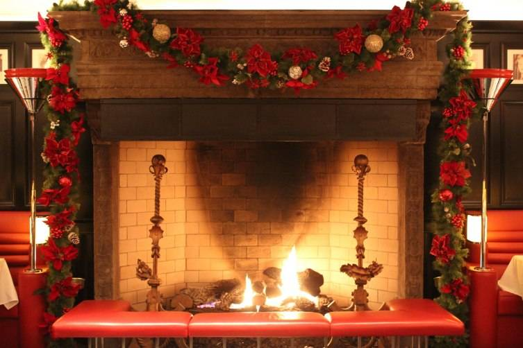 The Lambs Club Holiday Photo Fireplace