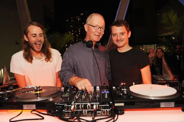 Zach Cowie & Elijah Wood of Wooden Wisdom DJing with Stephen Owens CREDIT WORLD RED EYE