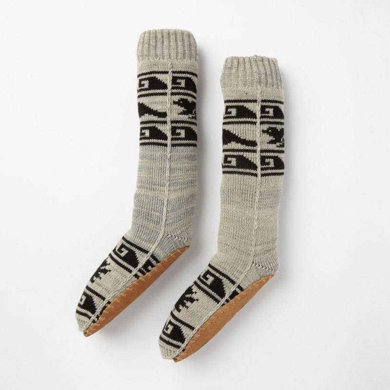 Dig into nyc cabin fashion with roots canada for Warm cabin socks