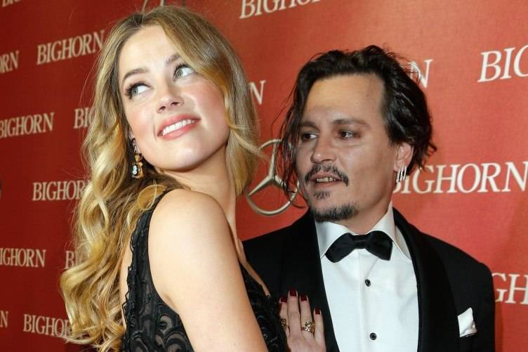 Amber Heard (L) and Johnny Depp attend the 27th Annual Palm Springs International Film Festival Awards Gala
