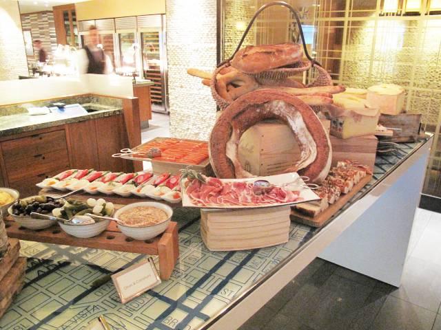 Artisanal Cheese_Saucisson_Smoked Salmon