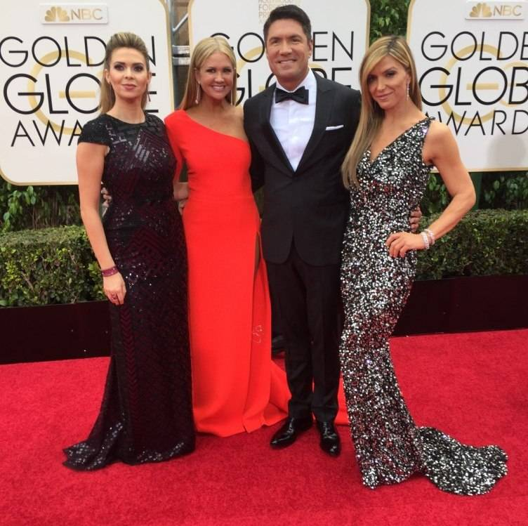 ET & The Insider group shot on the red carpet with Nancy O'Dell, Louis Aguirre and Debbie Matenopoulos