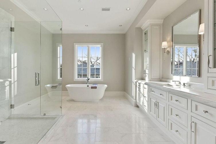 Master Bath- Hers