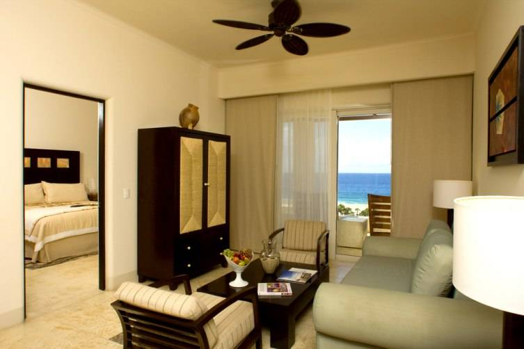 pacifica_suite_inside