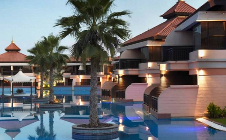 5 The Most Stunning Pools In Dubai