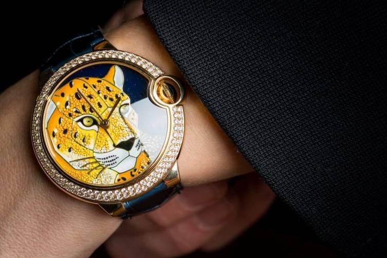 Ballon-Bleu-de-Cartier-enamel-granulation-watch-2016-wrist-shot