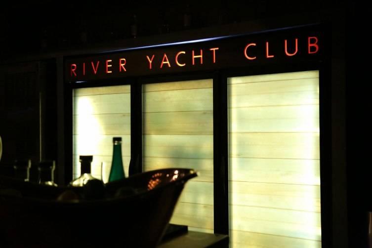 River Yacht Club - Interior