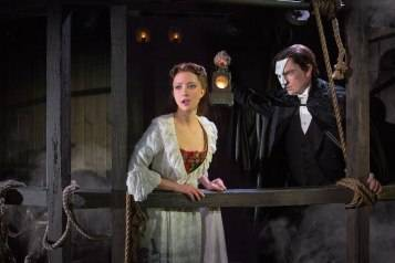 Segerstrom-Center-THE-PHANTOM-OF-THE-OPERA-Katie-Travis-as-Christine-Daae-and-Chris-Mann-as-The-Phantom-Photo-by-Matthew-Murphy_1