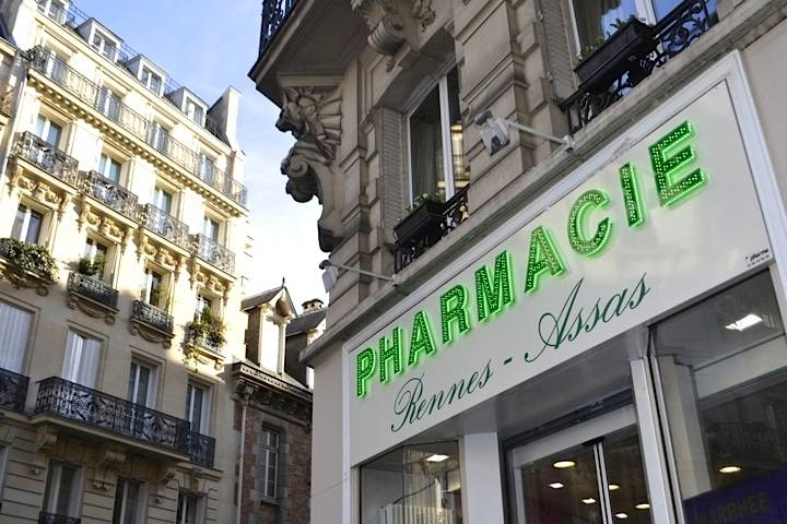 Sick-in-Paris-Pharmacy