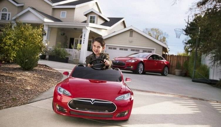 tesla-model-s-for-kids-radio-flyer-3-770x433