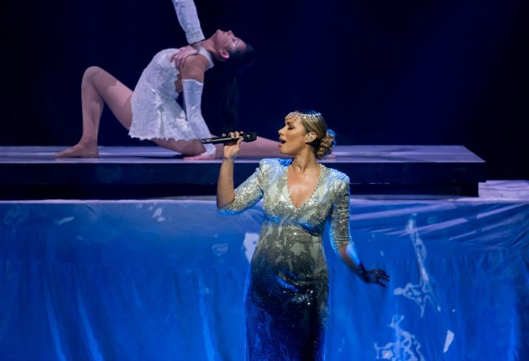 Leona Lewis performs Bleeding Love