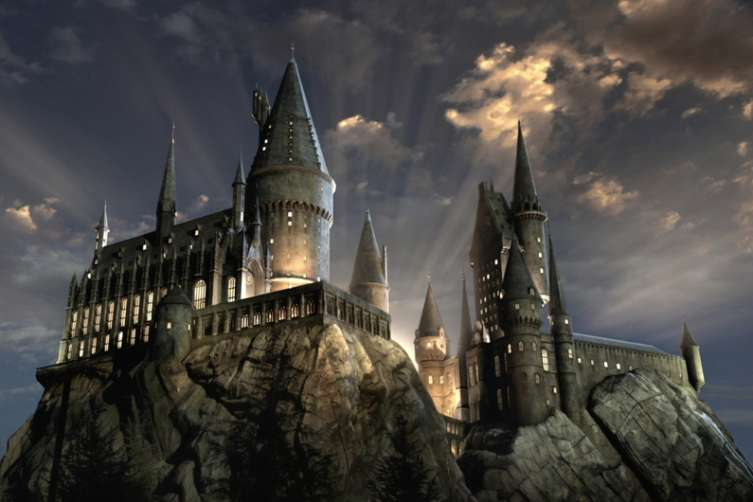 The United States of the Solar System, A.D. 2133 (Book Ten) - Page 5 Hogwarts-Castle-lights-WWoHP-at-USH-753x502
