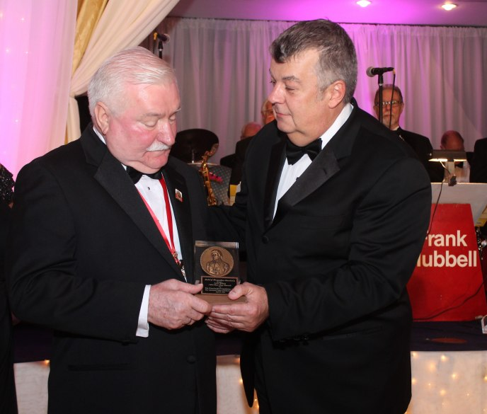 The evening MC, Mr. Alex Storozynski, conferring the Kosciuszko Award of Excellence on President Lech Walesa