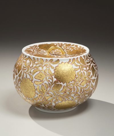 Ono Hakuko (1915-1996) Kinrande floral-patterned covered porcelain water jar Japan, ca. 1985 Joan B. Mirviss, Ltd