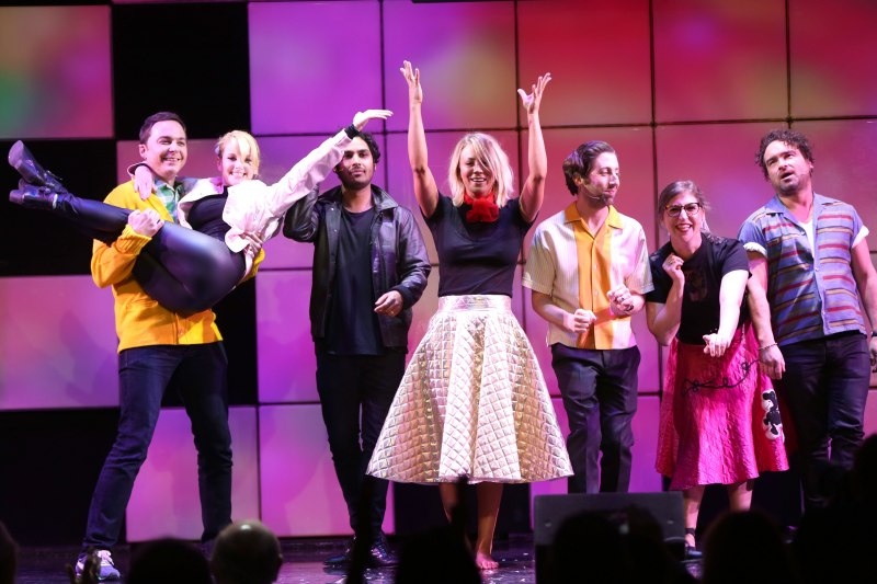 "Jim Parsons, from left, Melissa Rauch, Kunal Nayyar, Kaley Cuoco, Simon Helberg, Mayim Bialik and Johnny Galecki from the cast of ""The Big Bang Theory"" perform songs from the musical ""Grease"" at the 24th annual Alzheimer's Association ""A Night at Sardi's"""