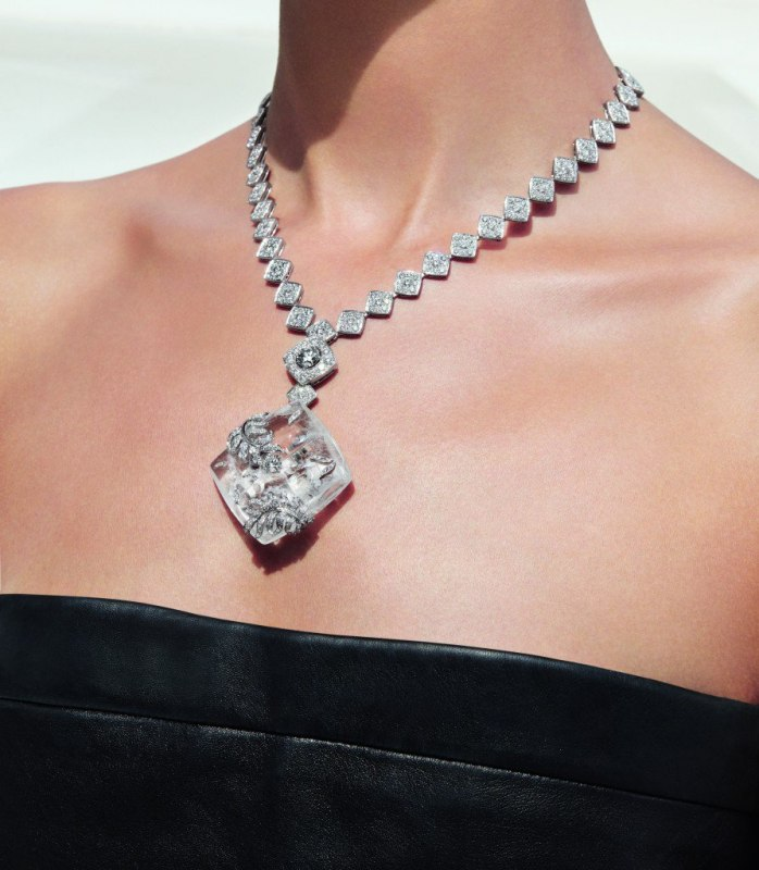 Signature-Cocoon-necklace-in-18K-white-gold-set-with-a-1.5-carat-brilliant-cut-diamond-652-brilliant-cut-diamonds-for-a-total-weight-of-16.7-carats-and-carved-rock-crystal-e1456861781277-893x1024