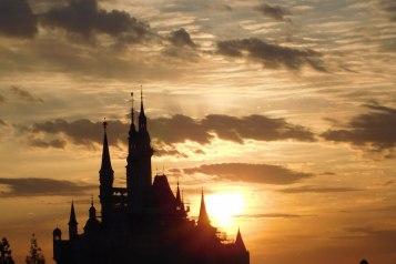 Sunset-over-Enchanted-Storybook-Castle-1000×796