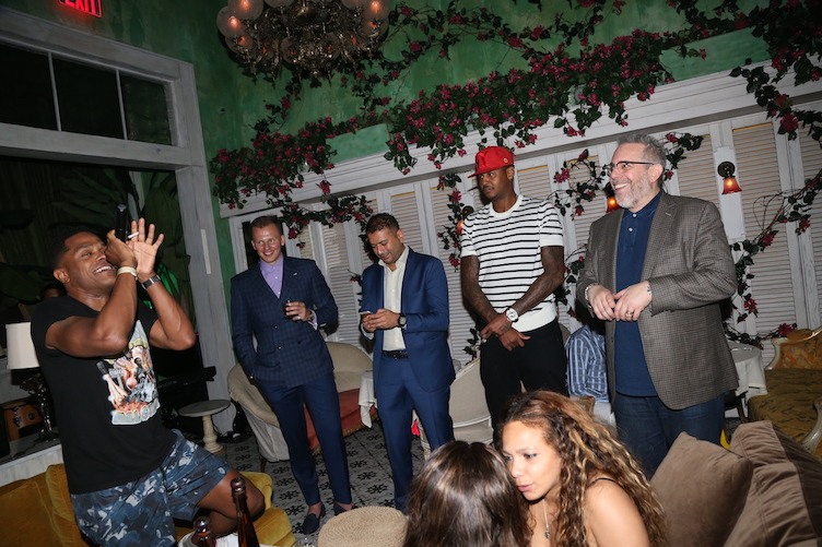 Maxwell singing to celebrate Carmelo Anthony's birthday at Socialista on May 28, 2016 in New York City. (Photo by Johnny Nunez/Getty Images for Haute Living)
