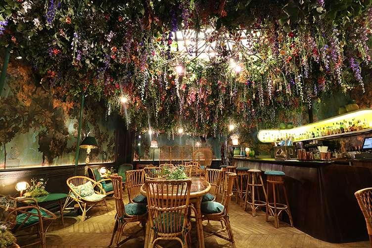 Champagne Pommery Lounge - JamJar Flowers