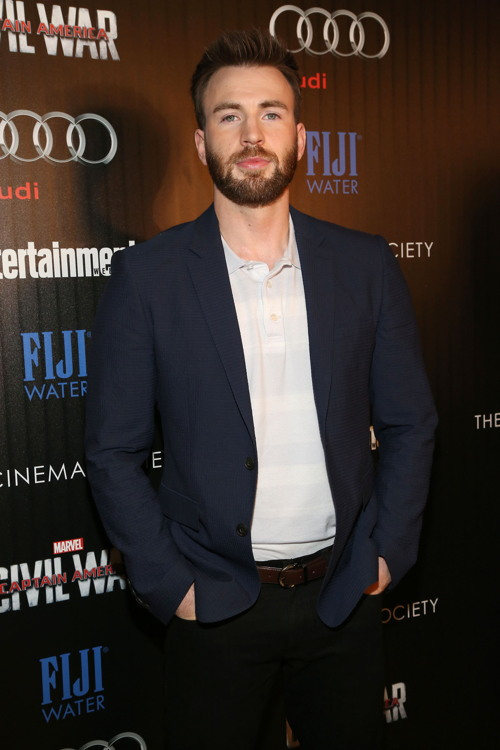 "Chris Evans at The Cinema Society with Audi and FIJI screening of Marvel's ""Captain America: Civil War ©Patrick McMullan. Photo: Sylvain Gaboury/PMC=="