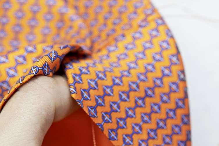 La fabrication de la cravate Boucle d'aisance