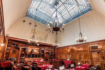 ourthouseHotel-Courtroom–5