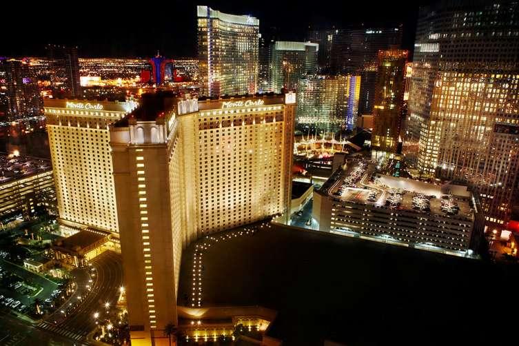 Monte_Carlo_Exterior_-_with_Las_Vegas_skyline