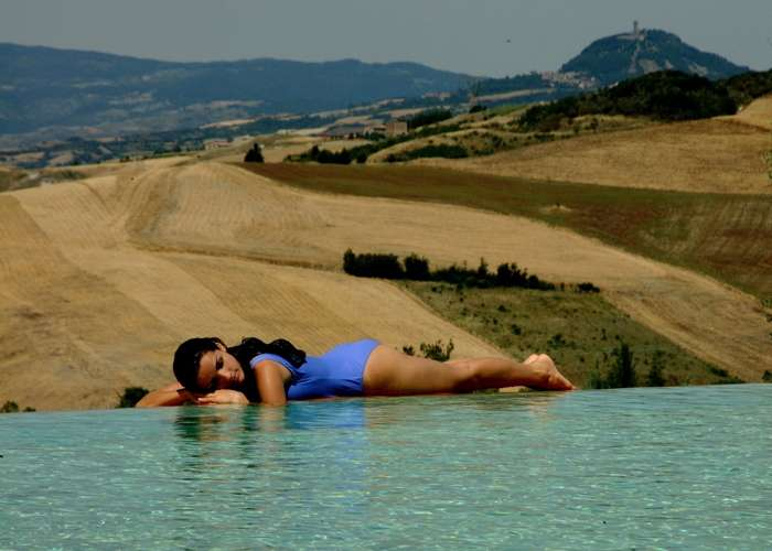 An Infinity Pool with a gorgeous Tuscan backdrop in Terme di San Casciano dei Bagni