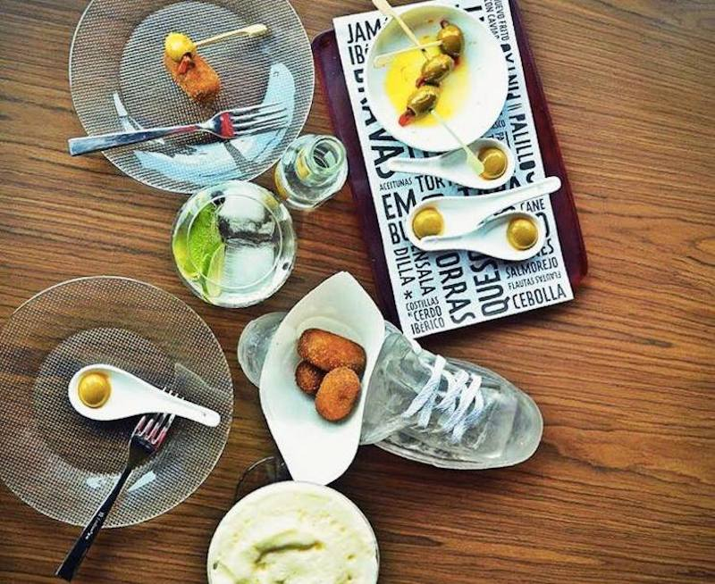 Croquetas and olives