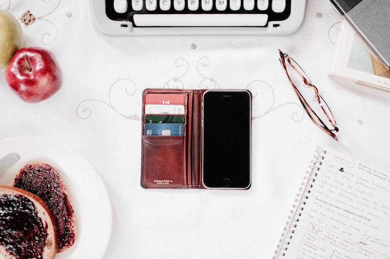 The classic Edward Field smartphone wallet