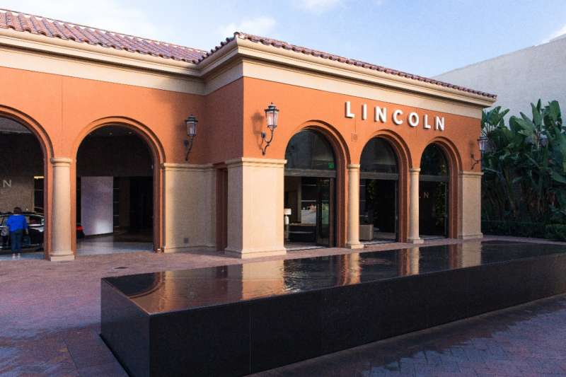 A multi-use Lincoln Experience Center, allowing guests to learn more about Lincoln at their own pace, is now open on Fashion Island in Newport Beach, Calif.