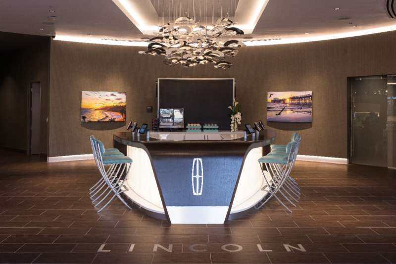 At the connectivity bar, guests can become familiar with relevant luxury information, activities and experiences.
