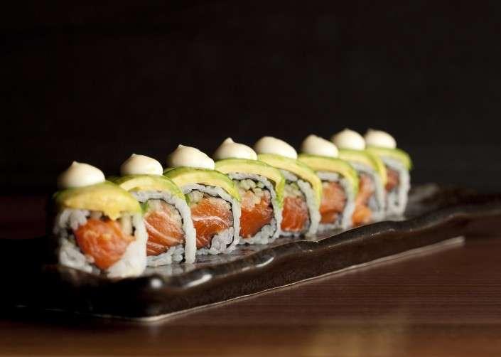 Salmon-Avocado-Maki-copy-705x509