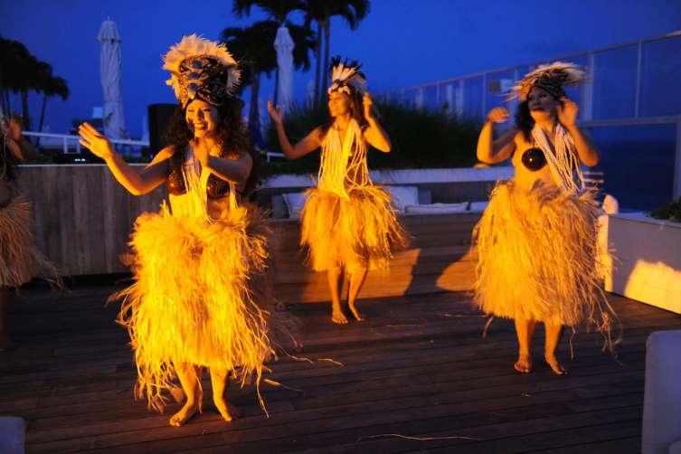 Dancers at Watr