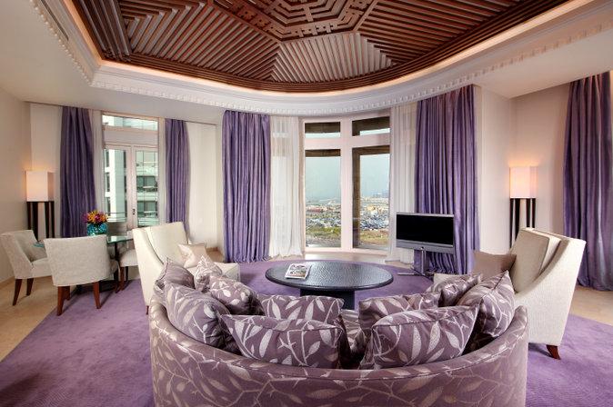 La Grey Corner Suite