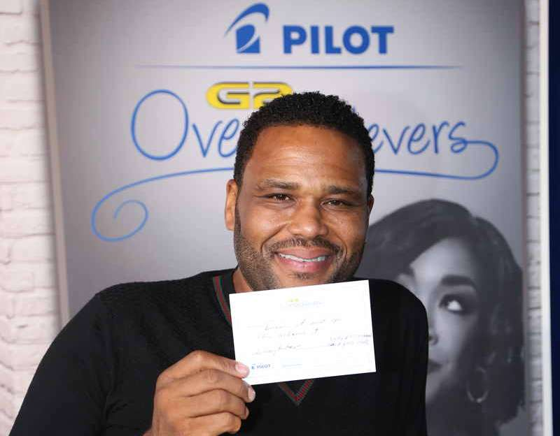 Anthony Anderson signing his name with a Pilot Pen at Pilot Pen and GBK's Pre-Emmy Luxury Lounge