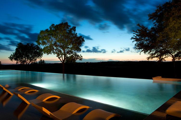 La Cantera pool in the evening