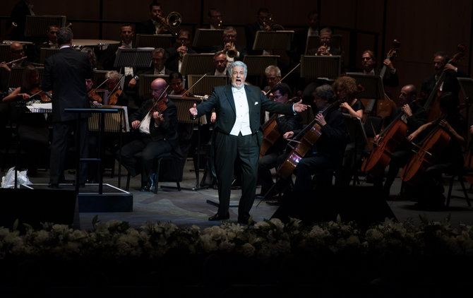 Plácido Domingo takes to the stage at the first night of the Dubai Opera.