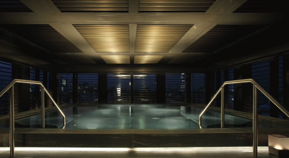 The rooftop pool of the chic Armani Hotel Milano
