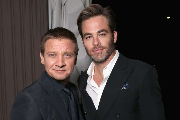 Actors Jeremy Renner (L) and Chris Pine