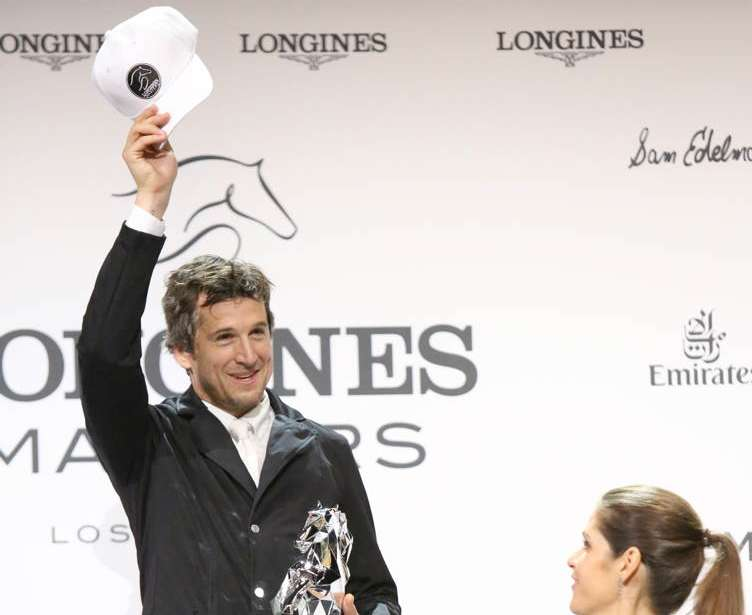 Guillaume Canet accepts his trophy