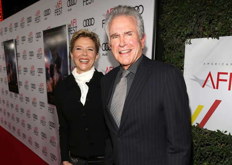 Annette Bening (L) and director/actor Warren Beatty