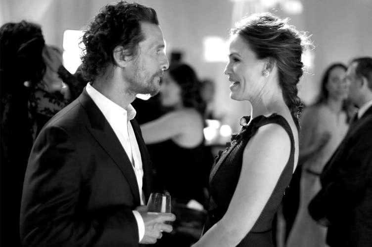 Actors Matthew McConaughey (L) and Jennifer Garner